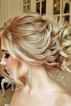 18 Chic And Easy Wedding Guest Hairstyles ❤ Wedding guest hairstyles should be fancy, rather effortless than very difficult. See more: http://www.weddingforward.com/wedding-guest-hairstyles/ #weddings #hairstyles