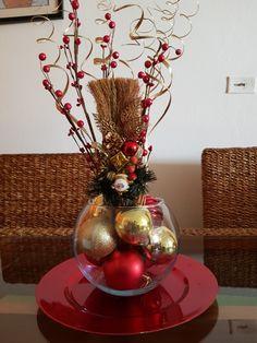 Vase, Home Decor, Christmas Table Centerpieces, Christmas Tables, Decoration Home, Room Decor, Vases, Home Interior Design, Home Decoration