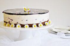 .. chute a vône mojej kuchyne...: Jogurtova torta z  ciernych ribezli s malovanym ze...