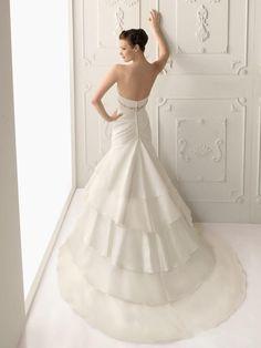Glamorous Trumpet/Mermaid Strapless Tiered Chapel Taffeta Wedding Dresses