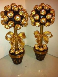 These would be cute table decoration Chocolate Tree, Chocolate Crafts, Chocolate Bouquet, Ferrero Chocolate, Rocher Chocolate, Ferrero Rocher Tree, Candy Bar Bouquet, Edible Centerpieces, Candy Trees