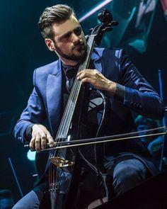 """Milan 30.03.17 Stjepan Hauser (@stjepanhauser) su Instagram: """"#music #passion #2cellos #score"""""""