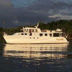 Workaway in Philippines. Take a looooooooong time out and explore the 7107 islands of the Philippines on our power boat