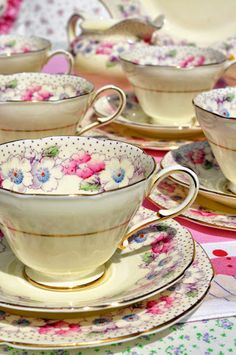 Paragon pink floral china tea set Pink and cream hand painted Paragon fine china tea set from the Vintage Crockery, Vintage Cups, Shabby Vintage, Vintage China, Tea Cup Saucer, Tea Cups, China Tea Sets, Teapots And Cups, My Cup Of Tea