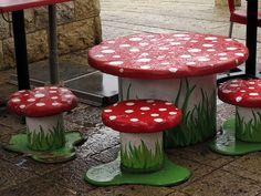 Mushroom table and chairs - Diy garden ideas - Dekoration Garden Chairs, Garden Furniture, Furniture Buyers, Furniture Nyc, Garden Table, Cheap Furniture, Wooden Spools, Wooden Spool Tables, Garden Ornaments