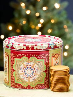 Gingersnap gift tin makes a great holiday gift. Nyakers Swedish gingersnaps are made with a spicy blend of clove, ginger, and cinnamon. Bring a Swedish favorite home. Creative Christmas Gifts, Christmas Food Gifts, Homemade Christmas Gifts, Ginger Snaps Recipe, Ginger Snap Cookies, Gourmet Food Gifts, Gourmet Gift Baskets, Easy Diy Gifts, Tin Gifts