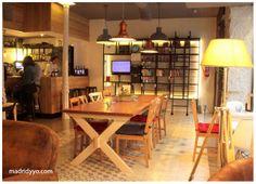 La ciudad invisible madrid cafe libreria viajes Book Cafe, Cafe Shop, Restaurant Interior Design, Office Desk, Corner Desk, Table, Furniture, Exterior Design, Home Decor