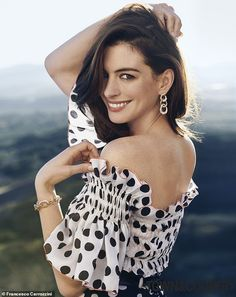 Anne Hathaway is one of the most attractive female celebrities. That's Why we shared beautiful Anne Hathaway smile image. Hollywood Celebrities, Hollywood Actresses, Actors & Actresses, Female Celebrities, Beautiful Celebrities, Beautiful People, Celebrity Gossip, Celebrity Style, Celebrity Crush