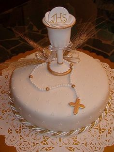torta de comunión Cake Cookies, Cupcake Cakes, First Holy Communion Cake, Foto Pastel, Religious Cakes, Confirmation Cakes, Communion Dresses, Cookies And Cream, Celebration Cakes