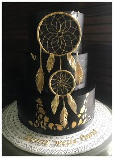 'Even in the blackest of nights, may you always catch golden dreams'. Black and gold dreamcatcher wedding cake Pretty Cakes, Beautiful Cakes, Amazing Cakes, Cupcakes, Cupcake Cakes, Native American Cake, Dream Catcher Cake, Western Cakes, Boho Cake