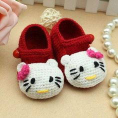 crochet Hello Kitty slippers free pattern #diy #crafts #free pattern