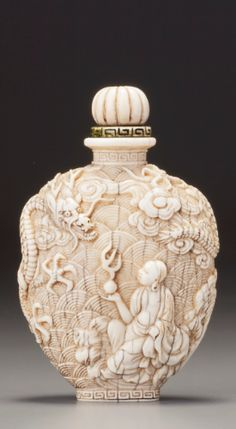 Imperial Dragon, Art Deco Movement, Bottle Box, Chinese Ceramics, Vintage Bottles, Chinese Art, Art Decor, Glass Art, Perfume Bottles