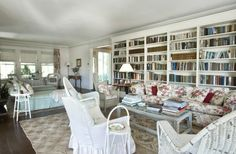 Tour Grey Gardens, Ben Bradlee's Famous Summer Home - Celebrity Real Estate - Curbed Hamptons Beautiful Space, Beautiful Gardens, Beautiful Homes, Abandoned Houses, Old Houses, Grey Gardens House, Celebrity Houses, Fixer Upper, Edie Beale