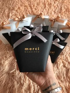 "5 pcs Haut de Gamme Noir Blanc Bronzage ""Merci"" bonbons Sac Français Merci Faveurs De Mariage Cadeau Boîte Paquet Fête D'anniversaire Faveur Sacs de la boutique en ligne 