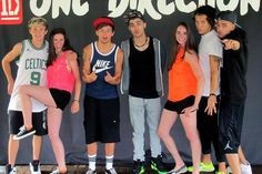 NIALL'S FACE! Hahahahaha You can tell he's so uncomfortable