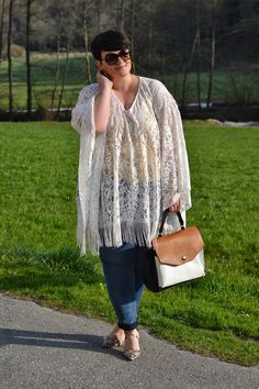 Curvy Claudia: White Lace Poncho