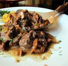 Stufato di manzo con i finferli (o cantarelli o galletti) #italianfood #italianrecipes #foodideas #cooking #recipe #foodporn
