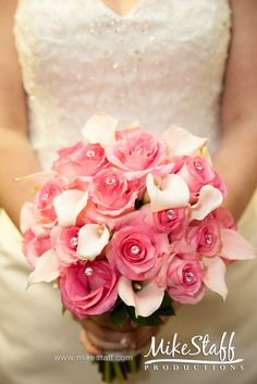 gorgeous bouquette. The roses for the wedding ceremonie mixed with the lilies for the reception
