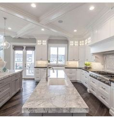 Awesome Ideas For Luxury White Kitchen Design Decor Ideas. Below are the Ideas For Luxury White Kitchen Design Decor Fancy Kitchens, Luxury Kitchens, Home Kitchens, Cottage Kitchens, Luxury Kitchen Design, Dream Home Design, House Design, Classic Kitchen, Küchen Design