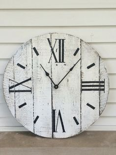 Farmhouse Style Wooden Pallet Clock 20 30 or by WestWarrenClocks Diy Crafts For Home Decor, Mobile Home Decorating, Unique Home Decor, Cheap Home Decor, Wooden Pallet Crafts, Wooden Pallets, Pallet Wood, Outdoor Pallet, Wood Crafts