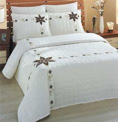 Yatak örtüsü Modeli Bunu çok Beğeneceksiniz Zarif Bir Yatak Pictures Bed Cover Design, Designer Bed Sheets, Embroidered Quilts, Christmas Bedroom, Quilt Bedding, Bed Covers, Comforter Sets, Home Textile, Luxury Bedding