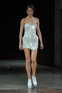 iris-van-herpen-haute-couture-sprg-2012-paris+-1.jpg (620×931)