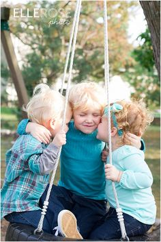 lifestyle sibling pictures | children photography ideas | elle rose photo - at park at Mom's house