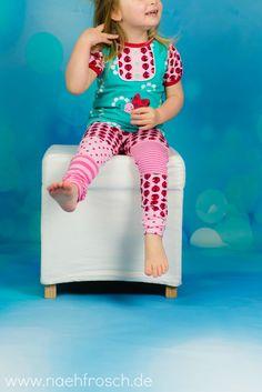 Nähfrosch Nähen für Kinder Shirt MixMeGirl Freebook von Nemada Stoffmix Leggins Marienkäfer von Cherrypicking Mono Blossom in Mint von Astrokatze Marienkäfer Stickdatei von Lollipops for Breakfast Coverlock