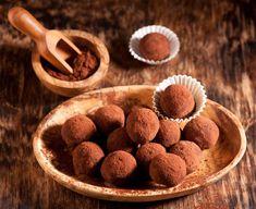 Σοκολατένιες τρουφίτσες που μικρά και μεγάλα παιδιά δεν υπάρχει περίπτωση να τους αντισταθούν... Nutella, Sweet Recipes, Dog Food Recipes, Chocolates, Cookies, Desserts, Chocolate Bark, White Chocolate, Cappuccino Recipe