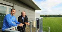Everton boss Roberto Martinez hails Arsene Wengers accomplishments at Arsenal.