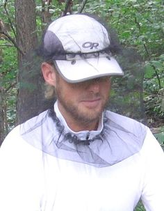 Fabric pattern provides enough interior volume for wearing the headnet over brimmed caps and allowing for comfortable breathing Fitted drop front allows for headnet compatibility with zip-T neck shirts with their zipper open Elastic headnet crown allows the headnet to be secured over the crown of a cap, keeping it secure in the wind, or while hiking through brush. Ultralight materials (fabric, toggle, drawcord, and elastic) Fabric: ultralight synthetic mesh Weight: 0.33 oz (9 g)