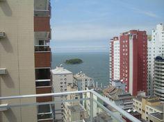 Sacada da suíte com vista para o mar - Ao fundo a ilha da praia central de Balneário Camboriú