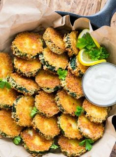 Crisp Zucchini Bites with Garlic Aioli Dip. These zucchini bites have a perfectly crunchy outside that seals in all of the fantastic natural juiciness of zucchini. Tapas Recipes, Vegetable Recipes, Appetizer Recipes, Vegetarian Recipes, Cooking Recipes, Healthy Recipes, Grilling Recipes, Vegan Appetizers, Recipies