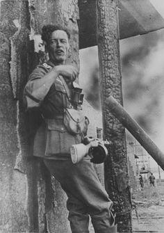Juli 1942 - Sowjetunion - Rostow am Don - Ein Oberfeldwebel der Wehrmacht ; bewaffneten im Kampf mit einer erbeuteten PPD-40-MP; während der Schlacht am Rande von Rostow