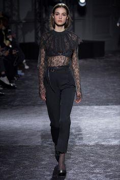 Sfilata Nina Ricci Parigi - Collezioni Autunno Inverno 2016-17 - Vogue