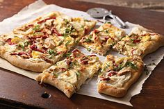 Get restaurant-style flatbread at home with our Grilled Chicken Flatbread Recipe! You can enjoy this flatbread recipe after just 20 minutes of prep time Healthy Grilled Chicken Recipes, Grilled Chicken Parmesan, Broccoli Cheddar Chicken, Chicken Flatbread, Chicken Parmesan Recipes, Chicken Salad Recipes, Chicken Thights Recipes, Sweet Potato Recipes, Baked Chicken