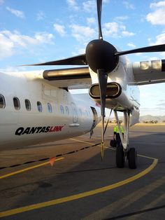 Qantas Airlines, Best Airlines, Australian Airlines, Air New Zealand, Aircraft Engine, Ufo, Airplanes, Pilot, Aviation