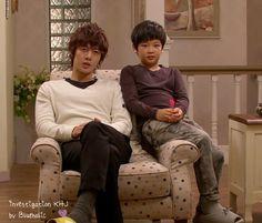 Kim Hyun Joong como Baek Seung Jo y Choi Won Hong como Eun Jo. Playful Kiss, Asian Actors, Korean Actors, Korean Dramas, Brad Pitt, Leonard Dicaprio, Baek Seung Jo, Kim Joong Hyun, Itazura Na Kiss