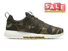Nike Roshe Run (One) - Chaussures Sportswear Pour Homme - Voir les  chaussures de sport Nike Pas Chere pour Homme, Femme et Enfant sur  AirRevolution. e8892f994b1
