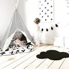 Reading corner • cloud, rug , Swiss cross blanket , teepee , nobodinoz , monochrome, kids room, children's bedroom , modern, trees , books , grid romper || @beingmummyxo