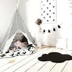 Reading corner • cloud, rug , Swiss cross blanket , teepee , nobodinoz , monochrome, kids room, children's bedroom , modern, trees , books , grid romper || @beingmummyxo