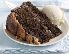 Praline Turtle Cake. Every layer is topped with pralines and fudge! #desserts