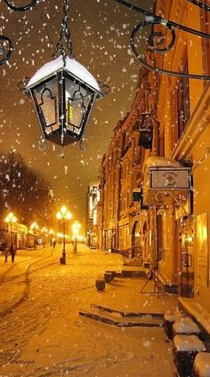 Snowy night in Moscow • photo: Leleniya - Yup, March can be snowy in Moscow and…