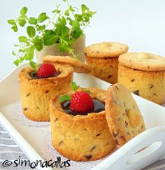 Chocolate Cookie Cups (with lids) recipe - simonacallas Cookie Shots, Cookie Cups, Cookie Dough, Food Tech, Sweets Cake, French Pastries, Special Recipes, Chocolate Chip Cookies, Cookie Recipes
