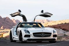 The SLS AMG Coupé Black Series celebrated its world premiere at the LA Auto Show. Enjoy some more impressions of this breath-taking AMG design!   Combined fuel consumption: 13.7l/100 km, CO2 emission: 321g/km. #MBcars