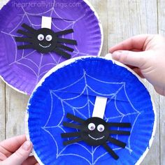 Simple and Playful Spider Web Craft Playful paper plate spider web craft. Great for Halloween spider craft, preschool spider craft or insect craft and Itsy Bitsy Spider craft for preschool. Halloween Crafts For Toddlers, Halloween Activities, Toddler Crafts, Halloween Diy, Preschool Halloween, Spider Art Preschool, Halloween Decorations, Vintage Halloween, Easy Fall Crafts