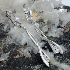 Brisur, Zirkonia rhodiniert, Silber 925  sehr schön geschwungene Behang-Ohrringe, je 2 Zirkonias, seidenmatt-glänzend, Oberfläche anlaufgeschützt rhodiniert