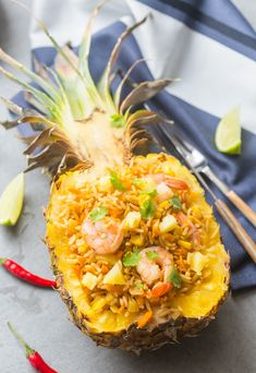 Fried rice with shrimps and pineapple - shrimp Pork Recipes, Seafood Recipes, Asian Recipes, Healthy Recipes, Pineapple Shrimp, Shrimp Fried Rice, Exotic Food, Batch Cooking, Tasty Dishes