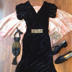 """Be the most elegant b!ch at the party. Seriously though so much beautiful velvet in the store right now.  40s bias cut silk velvet dress with belt - s 26""""w 36""""b $100 Velvet brogues- 7 1/2 $38 20's purse $36 Pink marbled silk shawl $40"""