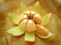 a true segmented orange, sliced apple, sliced pear, peel-able bananas, cherries… Sewing For Kids, Diy For Kids, Crafts For Kids, Cute Crafts, Felt Crafts, Comida Diy, Felt Food Patterns, Felt Fruit, Pretend Food